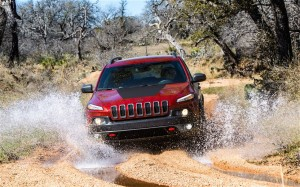 2014-Jeep-Cherokee-Trailhawk-off-road