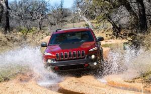 2014-Jeep-Cherokee-Trailhawk-off-road