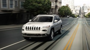12-2014-jeep-cherokee-front-view-city-driving
